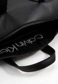Calvin Klein - CENTRAL WEEKENDER - Weekend bag - black - 4