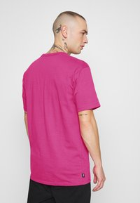 Vans - MN OFF THE WALL CLASSIC SS - Basic T-shirt - fuchsia purple - 2