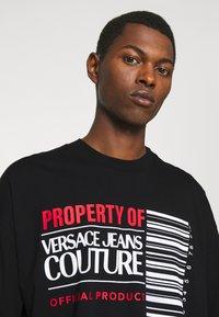 Versace Jeans Couture - INTERLOCK - T-shirt imprimé - nero - 3