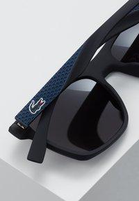 Lacoste - Sluneční brýle - black matte - 5