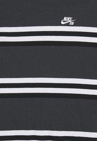 Nike SB - TEE STRIPE UNISEX - Print T-shirt - smoke grey - 2