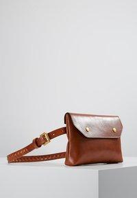 Royal RepubliQ - DARTH BUM BAG - Bum bag - cognac - 3