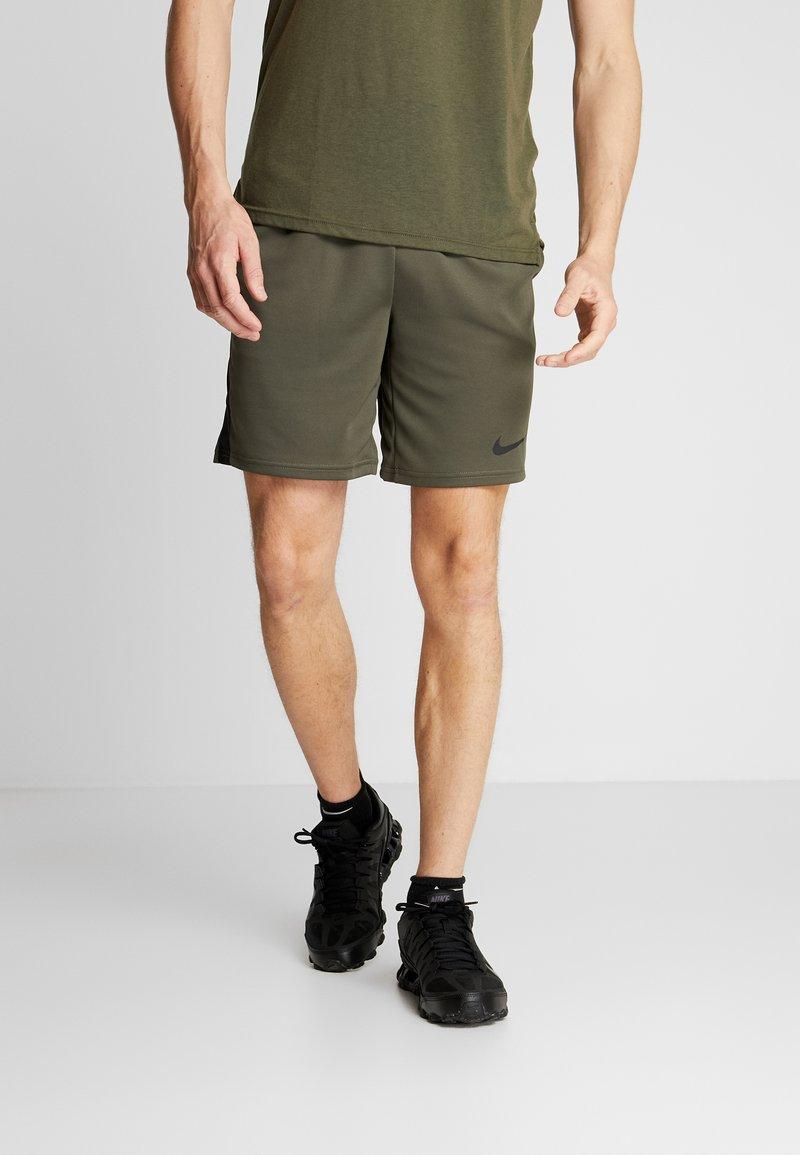 Nike Performance - TRAIN - kurze Sporthose - cargo khaki/black