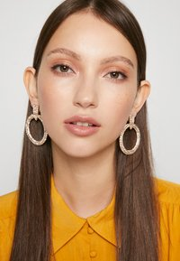 Pieces - PCDARLING EARRINGS - Náušnice - gold-coloured/clear - 1