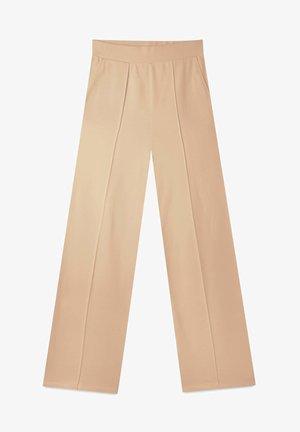 GERADE GESCHNITTENE - Kalhoty - brown