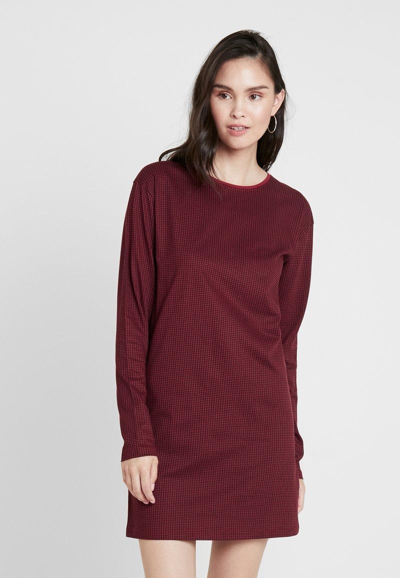 Wemoto - CODE - Jersey dress - black/dark red