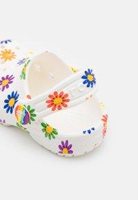 Crocs - CLASSIC 2021 RAINBOW - Pool slides - white/multicolor - 5