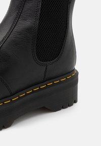 Dr. Martens - 2976 QUAD - Platform ankle boots - black/natural - 5