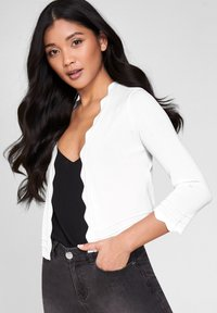 Lipsy - SCALLOP SHRUG - Vest - white - 0