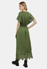 DreiMaster - SATINKLEID - Maxi dress - oliv - 2