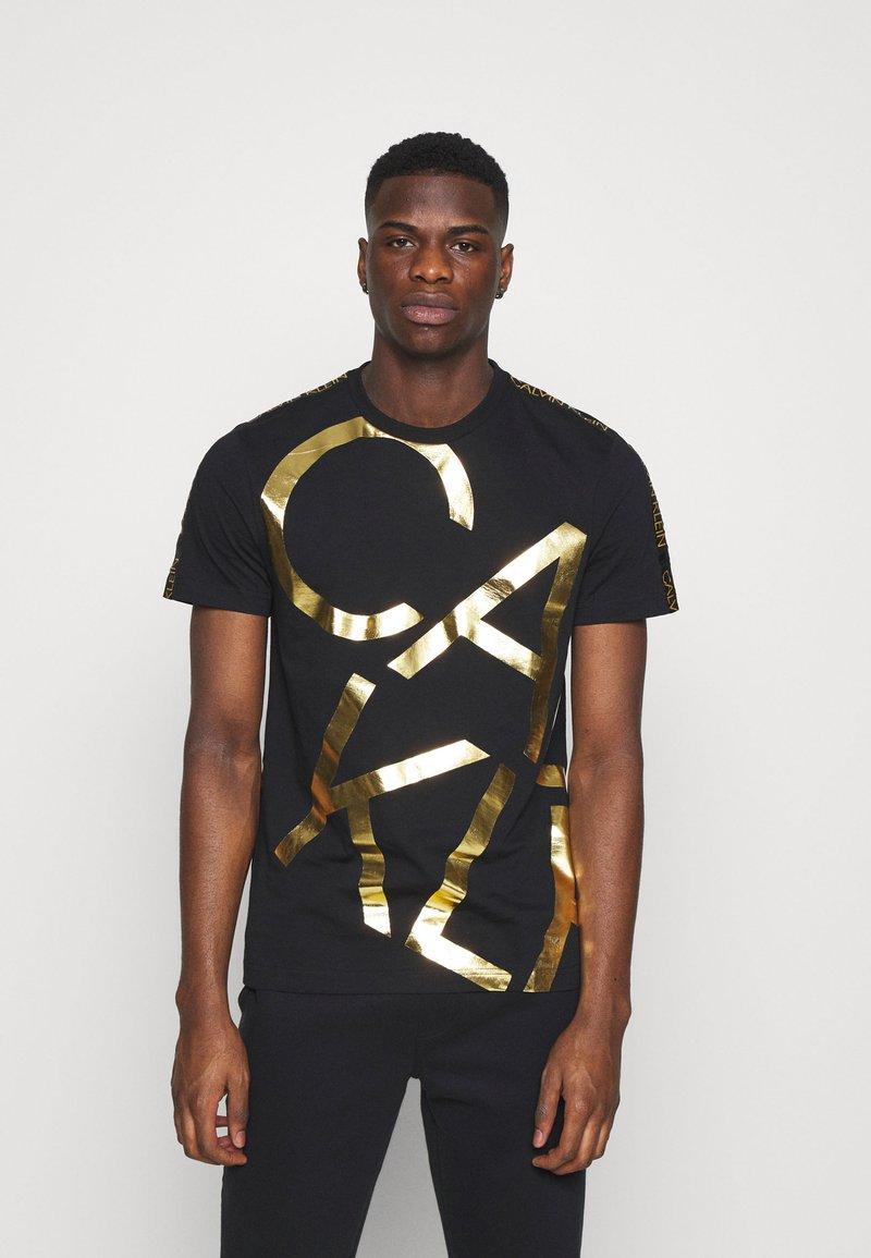Calvin Klein - GOLD BIG - Print T-shirt - black