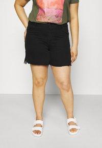 Vero Moda Curve - VMNINETEEN - Shorts di jeans - black - 0