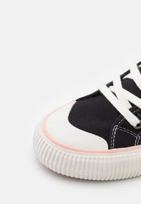 MOA - Master of Arts - EXCLUSIVE COLLECTOR LOONEY - Sneakers alte - black - 4