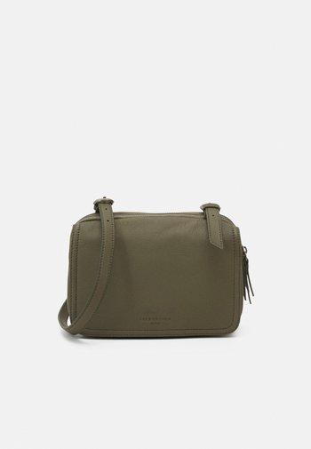 MAREIKE - Across body bag - tea leaf