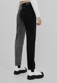 Bershka - Straight leg jeans - black - 2