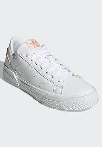 adidas Originals - COURT TOURINO W - Sneakersy niskie - white - 1