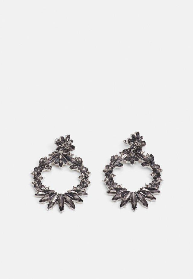 PCAKULA EARRINGS - Kolczyki - silver-coloured/grey