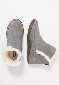 Sorel - NAKISKA BOOTIE - Classic ankle boots - quarry/natural - 3