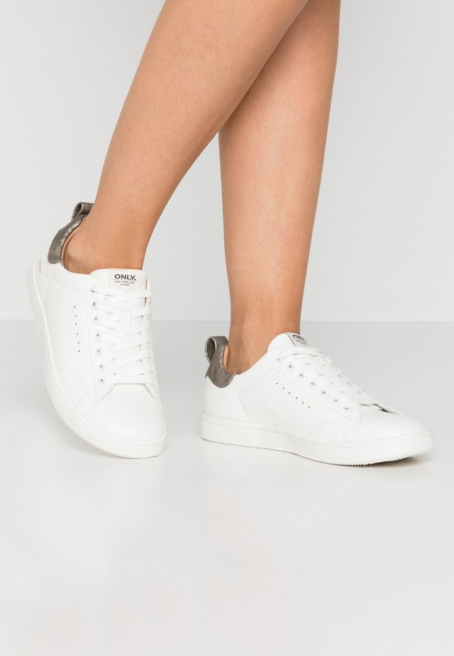 ONLSHILO - Sneakers laag - white/grey