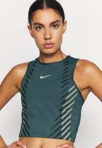 Nike Performance - RUNWAY - Sports shirt - ash green/silver - 4