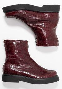 MJUS - Kotníkové boty na platformě - wine - 1