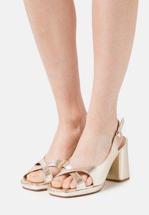 PIKI - Platform sandals - bulle