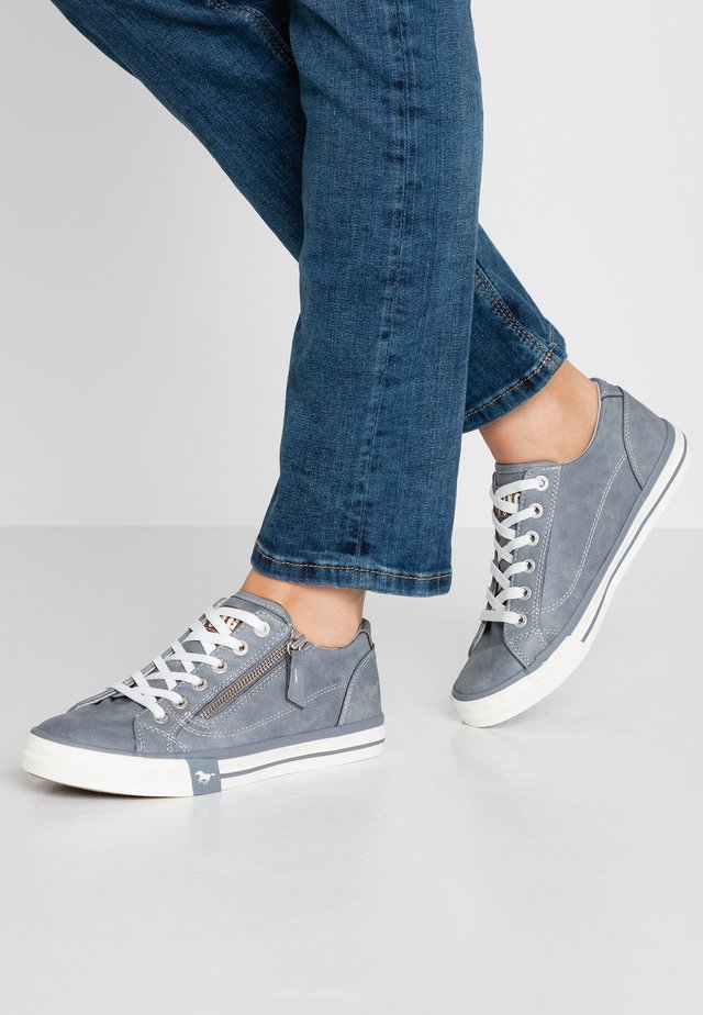 Sneakersy niskie - sky