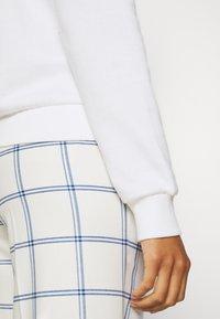 Even&Odd - LOOSE OFF SHOULDER SWEATSHIRT  - Sweatshirt - white - 5