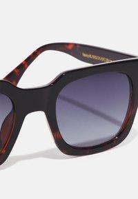 A.Kjærbede - NANCY - Sunglasses - black demi - 3