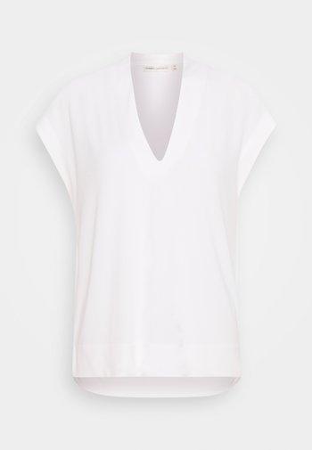 YAMINI - Basic T-shirt - white smoke