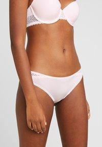 Calvin Klein Underwear - FLIRTY - Braguitas - nymph's thigh - 0