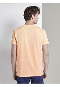 TOM TAILOR DENIM - Print T-shirt - papaya neon orange - 2