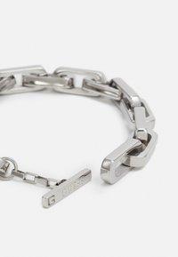 Guess - URBAN LEGEND T BAR LOGO BOLD CHAIN UNISEX - Bracelet - silver-coloured - 1