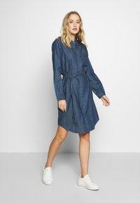 TOM TAILOR - DRESS WITH TIE - Denimové šaty - dark stone wash denim - 1