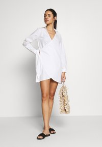 Missguided - WRAP DRESS SWIM COVER UP - Complementos de playa - white - 1