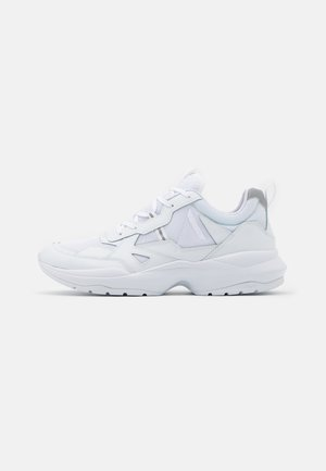 QUANTM T-G9 UNISEX - Baskets basses - triple white
