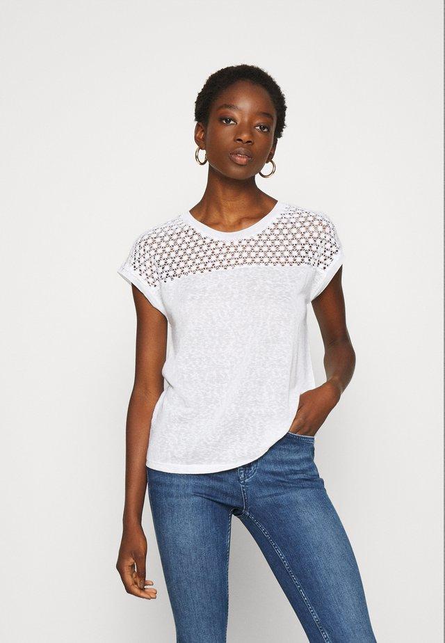 ONLRILEY MIX - T-shirt imprimé - cloud dancer
