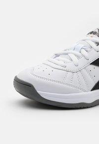 Diadora - S. CHALLENGE 3 JR UNISEX - Multicourt tennis shoes - white/black/saffron - 5