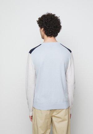 COLORBLOCK CREW - Stickad tröja - grey/neutrals