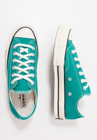 Converse - CHUCK TAYLOR ALL STAR 70 - Sneakersy niskie - malachite/black/egret - 1