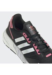 adidas Originals - Trainers - cblack/ftwwht/hazros - 11