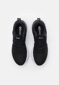 Nike Performance - REACT INFINITY RUN FK 2 - Neutrální běžecké boty - black/white/iron grey - 3