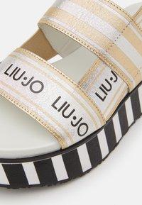 Liu Jo Jeans - Sandály na platformě - light gold - 4