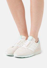 adidas Originals - ZX 500  - Baskets basses - alumina/clear mint/cream white - 0