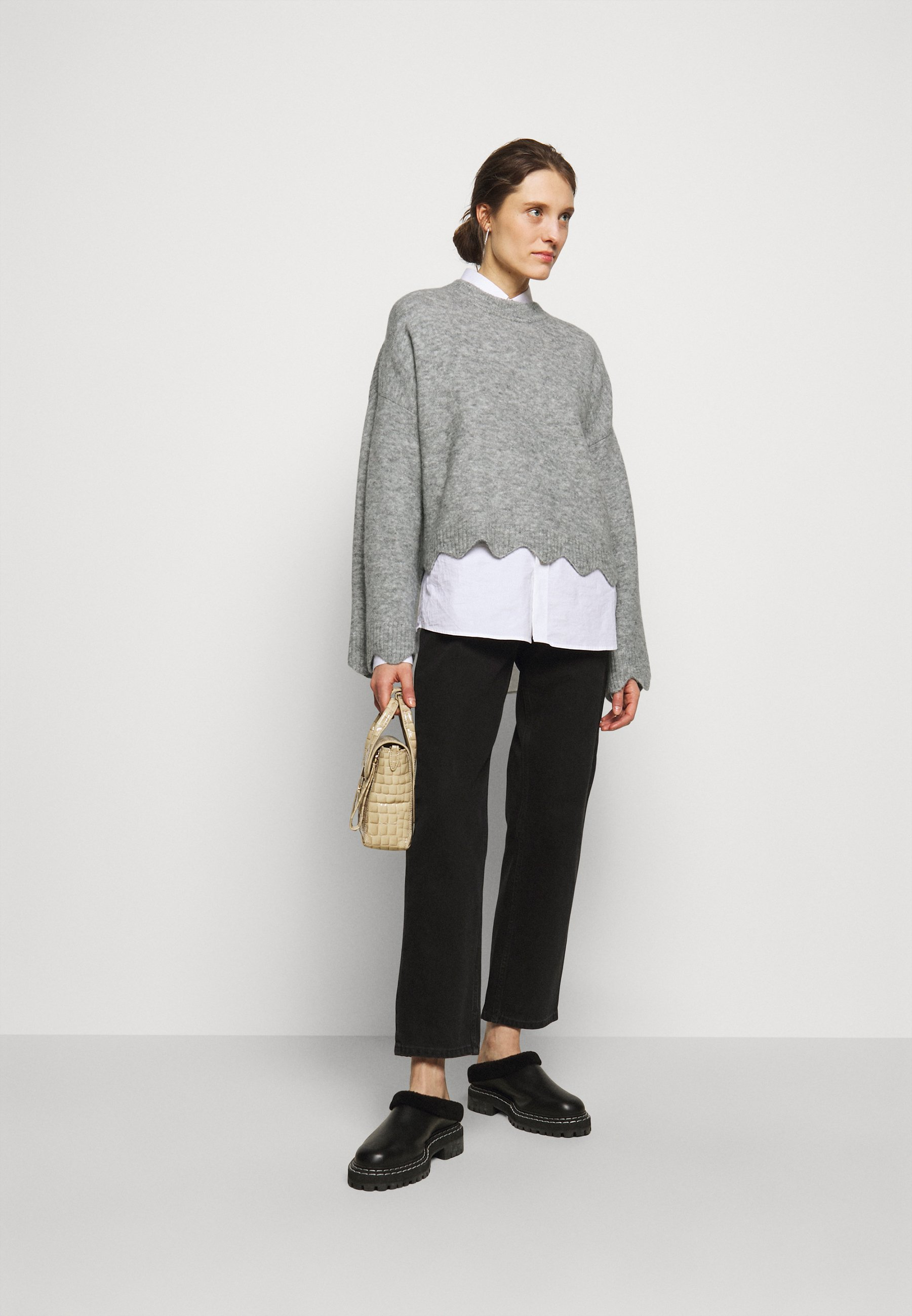 Femme CREW NECK WITH SCALLOPS - Pullover