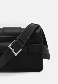 PARFOIS - CROSSBODY BAG TONGUE - Across body bag - black - 4