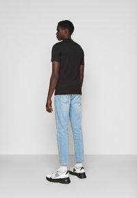 Versace Jeans Couture - MARK - Camiseta estampada - black - 2