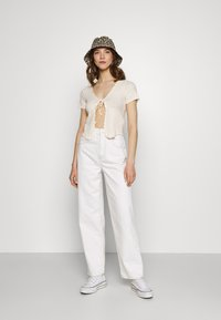 BDG Urban Outfitters - TIE FRONT - Cardigan - ecru - 1