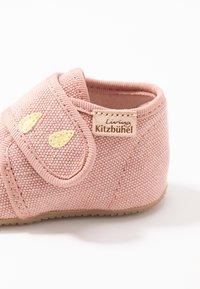 Living Kitzbühel - BABYKLETT KATZE & REGENSCHIRM - First shoes - dark rose - 6