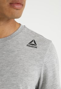 Reebok - CLASSIC TEE - Basic T-shirt - medium grey heather